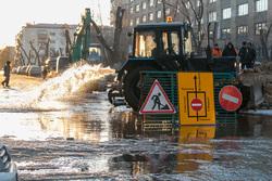 В городе масштабная коммунальная авария. Курган, коммунальная авария, дорожные знаки, ремонтные работы, движение перекрыто, потоп, прорыв водопровода, затопленные улицы