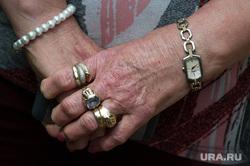 Виды Венгрии. Будапешт, Сзалка, Пакш, руки, старость, кольца, перстни, жест руками, часы lorus