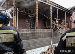 Пожар в доме - памятнике истории регионального значения, известном как Дом Жернакова. Тюмень, пожар, пожарные