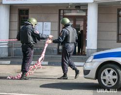 Эвакуация здания Управы Замоскворецкого района в связи с угрозой о заложенной бомбе. Москва, полиция, полицейский автомобиль, управа замоскворецкого района, полицейское оцепление