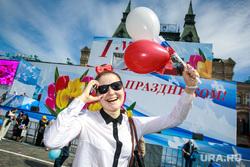 Первомайская демонстрация профсоюзов на Красной площади. Москва, шарики, радость, очки, первомай, демонстранты, праздник
