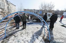 Противостояние жителей дома на Каслинской 17, защищающих детскую площадку, и застройщика. Челябинск, детская площадка