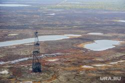 Природа Ямало-Ненецкого автономного округа, север, тундра, арктика, добыча нефти, озеро, водоем, нефтяная вышка, ямал, природа ямала, природные ресурсы, вид сверху, осень, экология, с квадрокоптера