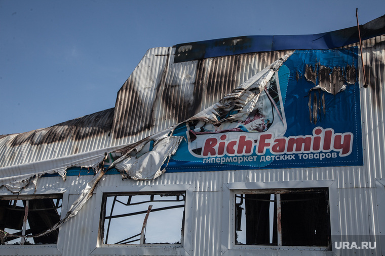 """Последствия пожара в гипермаркете детских товаров """"RichFamily"""". Тюмень, гарь, последствия пожара, выбитые стекла, рич фэмили, rich family, гипермаркет, гипермаркет детских товаров"""