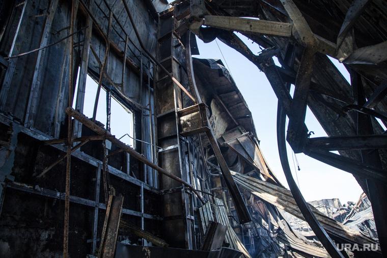 """Последствия пожара в гипермаркете детских товаров """"RichFamily"""". Тюмень, гарь, разрушенное здание, последствия пожара"""
