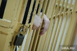 Приговор по делу о массовой драке у ТЦ Дирижабль. Екатеринбург, уголовное дело, приговор, клетка, арест, решетка, подсудимый, суд, задержание