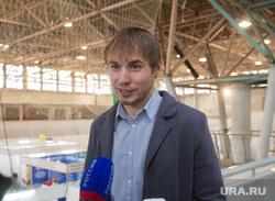 Антон Шипулин: раздача автографов в КОСКе
