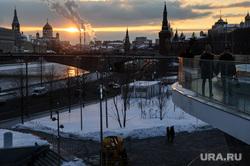 Зимняя Москва, храм христа спасителя, парк зарядье