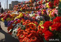 Родительский день. Северное и Широкореченское кладбища. Екатеринбург, венки, искусственные цветы