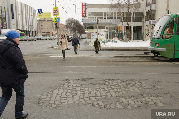 Состояние дорог Екатеринбурга, брусчатка, перекресток малышева луначарского