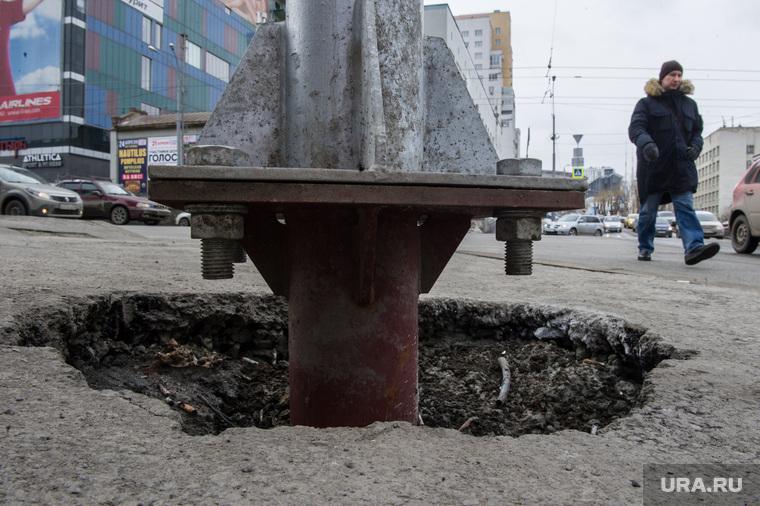 Состояние дорог Екатеринбурга, яма, столб, плохой ремонт, перекресток московская попова, халтура