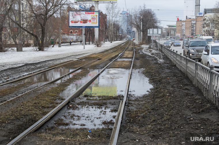 Состояние дорог Екатеринбурга, лужа, трамвайные пути, улица челюскинцев