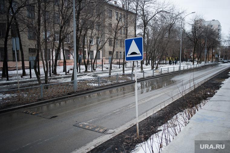 Состояние дорог Екатеринбурга, знак, лежачий полицейский, улица фестивальная