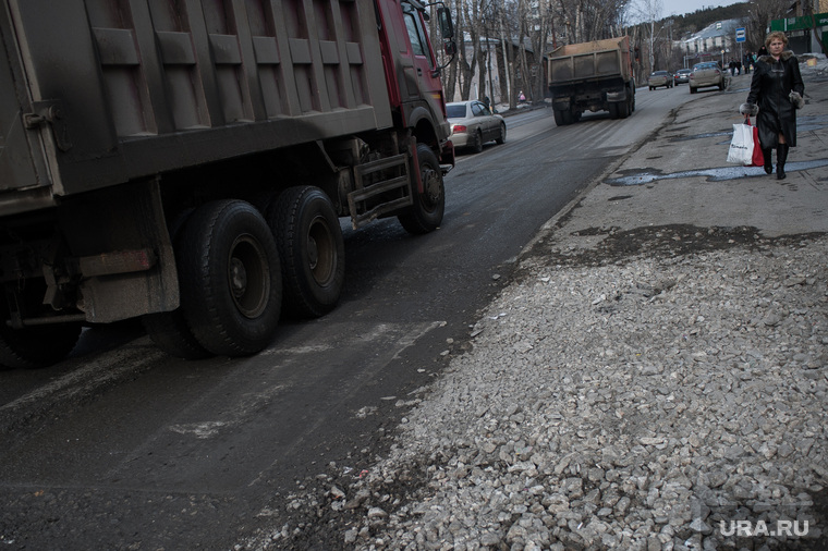 Состояние дорог Екатеринбурга, улица краснофлотцев, перекресток краснофлотцев шефская
