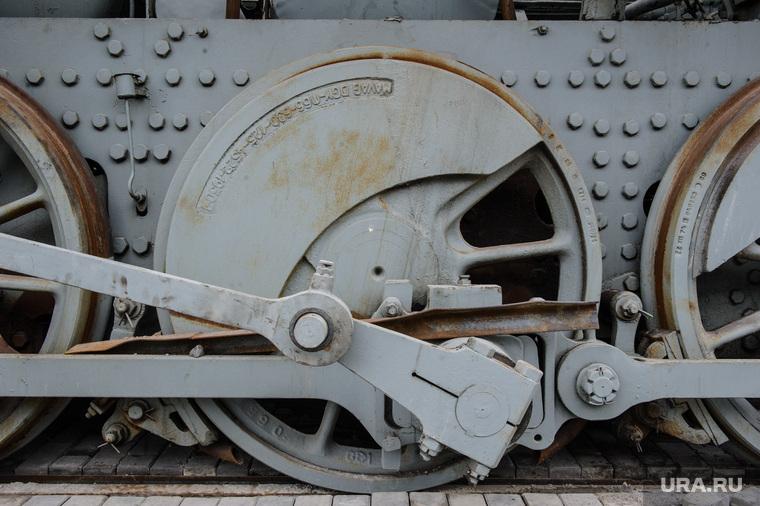 Паровоз серии Эр в экспозиции Музея военной техники УГМК. Верхняя Пышма, железная дорога, колеса вагона