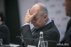 Гайдаровский форум-2018. Второй день. Москва, силуанов антон, жест рукой