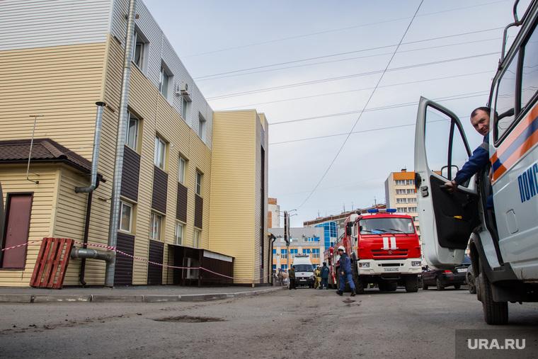 Обрушение в супермаркете Магнит. Курган, пожарная машина, супермаркет магнит, черезвычайное проишествие, улица бурова-петрова77
