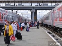 ЖД вокзал. Пассажиры. Перрон. Поезд. Вагон. Челябинск., вокзал, поезд, перрон