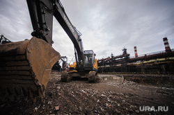 Закладка памятной плиты, посвященной началу строительства новой доменной печи  №7 на ЕВРАЗ НТМК. Нижний Тагил, экскаватор, ремонтные работы, завод, строительство