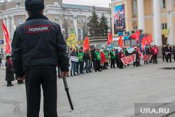 Митинг против строительства мусороперерабатывающего предприятия. Курган, полицейский, дубинка, митинг