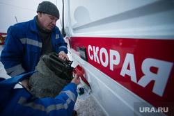 Вручение ключей машин скорой помощи главврачам медицинских учреждений Свердловской области. Екатеринбург, спецмашина, бензин, заправка, топливо, медицинская помощь, скорая помошь