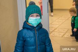 Выездное заседание Депутатов Курганской городской Думы. Курган, грипп, детская поликлиника, маска медицинская, больной ребенок, орз