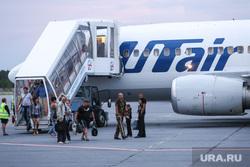 Беженцы с Украины. Сургут, аэропорт сургут, высадка пасажиров, самолет, трап самолета