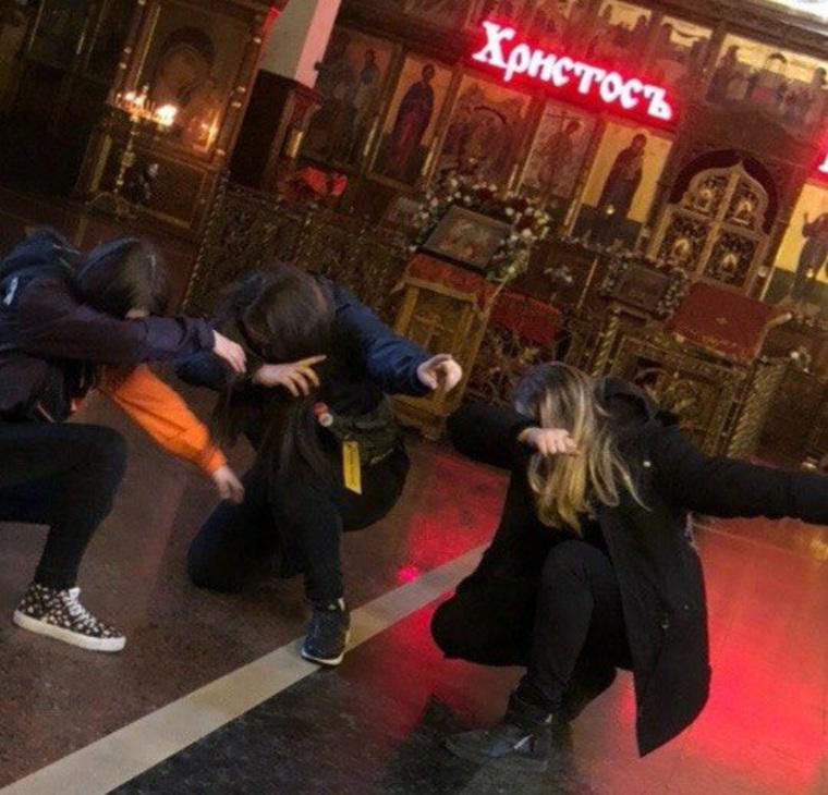 Девочка из Магнитогорска выложила фото с сигаретой в храме, ей заинтересовалась полиция