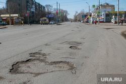 Рейд инспекции ОНФ по городским дорогам. Курган, проезжая часть, улица коли мяготина, ямы на дороге, убитая дорога, разбитая дорога