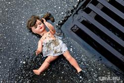 Педофил, детское насилие, показ мод, подиум, модели, кукла, педофилия, педофил, детское насилие