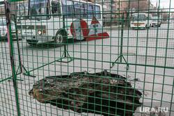 Провал дороги на перекрестке улиц Куйбышева - Блюхера. Курган, пазик, провал на дороге