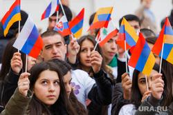 Шествие посвященное столетию геноцида армян. Екатеринбург, флаги, армения