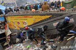 Майдан. Киев. Украина. 19.02.14, колючая проволока, беспорядки, баррикады