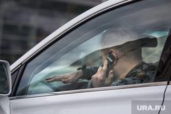 Клипарт, всего понемногу, автомобилист, разговаривает по телефону за рулём, водитель, шофер