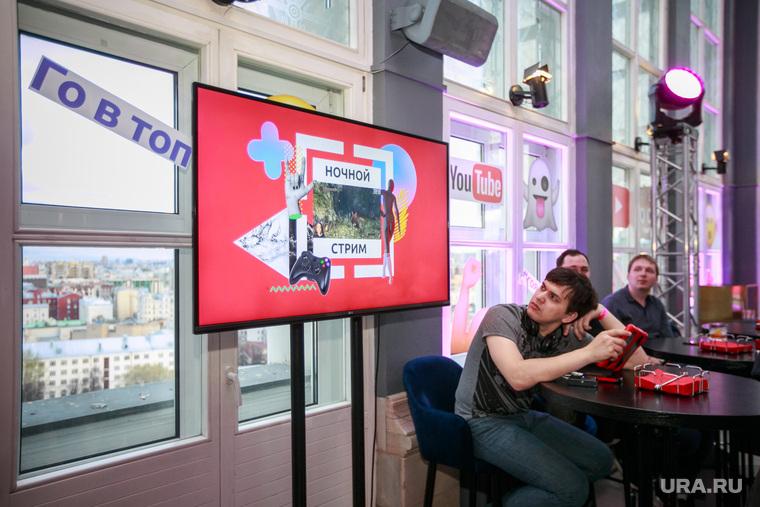 """Открытие телеканала """"Го"""" в Кампари-баре. Москва, экран, монитор, канал го, го в топ"""