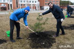 Правительственный субботник у Госпиталя ветеранов всех войн. Екатеринбург , посадка деревьев