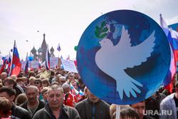 Первомайская демонстрация в Москве на Красной площади. Москва, голубь мира, собор василия блаженного, первомайская демонстрация, первомай, 1 мая