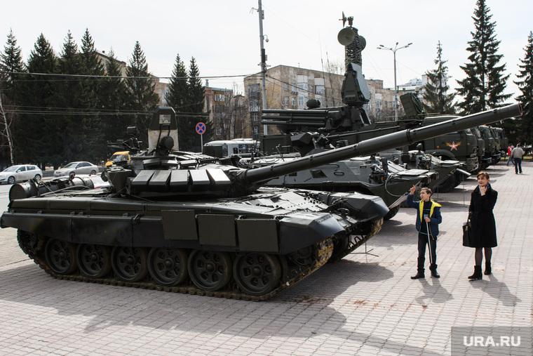 Митинг Росгвардии на площади Советской Армии. Екатеринбург, военная техника, бронетехника, танк