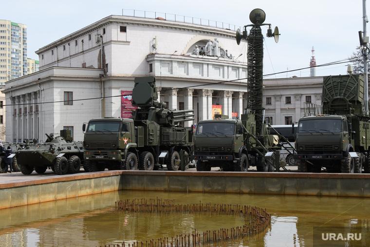 Митинг Росгвардии на площади Советской Армии. Екатеринбург, военная техника, областной дом офицеров, фонтан