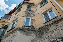 Аварийный жилой дом по адресу Коли Мяготина 74. Курган, фасад здания, аварийный дом