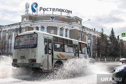 Город после дождя. Курган, ростелеком, затопленная улица, пазик, брызги от автомобиля