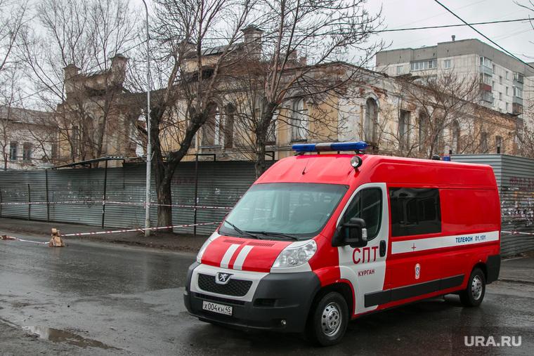 Рухнувшее нежилое здание (памятник архитектуры) по улице Советская 131. Курган, памятник архитектуры, пожарная машина