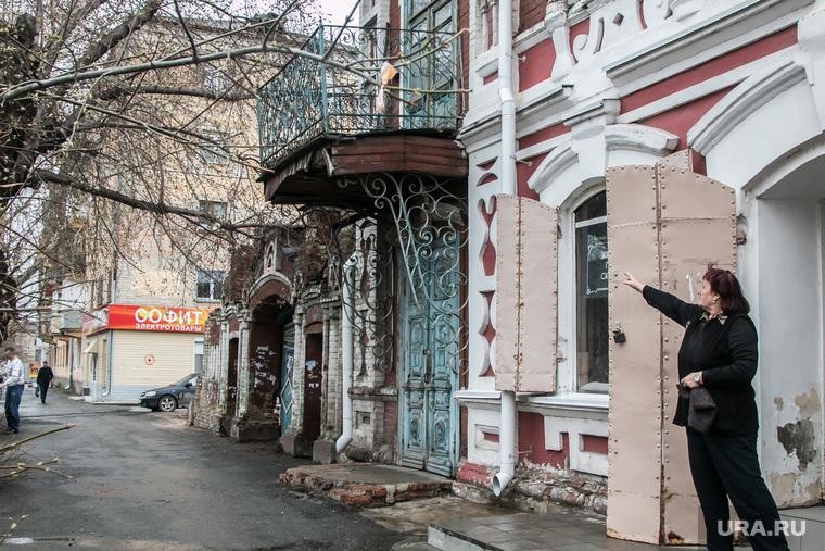 Рухнувшее нежилое здание (памятник архитектуры) по улице Советская 131. Курган, памятник архитектуры, жилой дом, аварийный балкон, улица советская142