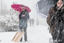 Сильный снегопад в Екатеринбурге, снег, зима, зонт, непогода, метель, снегопад, художник