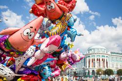 День города. Екатеринбургу 293, дом севастьянова, праздник, воздушные шарики
