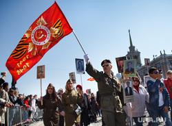 Парад Победы и Бессмертный полк. Екатеринбург, знамя, флаг, бессмертный полк