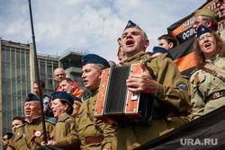 """Несанкционированный митинг """"Он нам не царь"""" на Пушкинской площади. Москва, хор, гармонист, нод, патриоты, военная форма, гармонь, военные песни, день победы, 9мая, форма великой отечественной войны"""