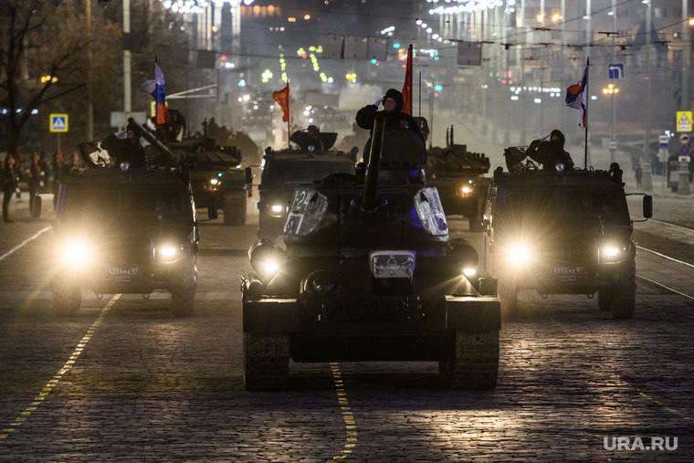 Генеральная репетиция парада войск ЦВО на площади 1905 года. Екатеринбург, военная техника, танк, т-34, площадь 1905года
