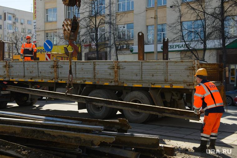 Замена трамвайного полотна на проспекте Ленина в районе пересечения с улицей Карла Либкнехта. Екатеринбург, тту, трамвайные пути, замена трамвайных путей