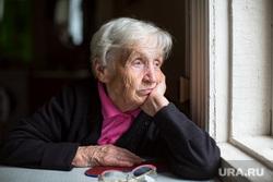 Клипарт depositphotos.com, пенсионерка, старушка, грусть, тоска